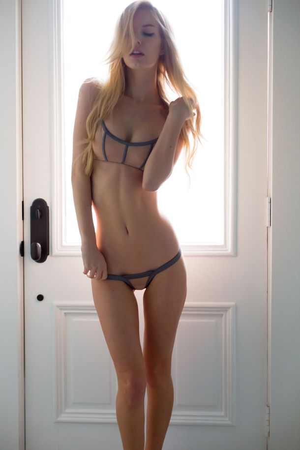 Hot naked girls thigh gap