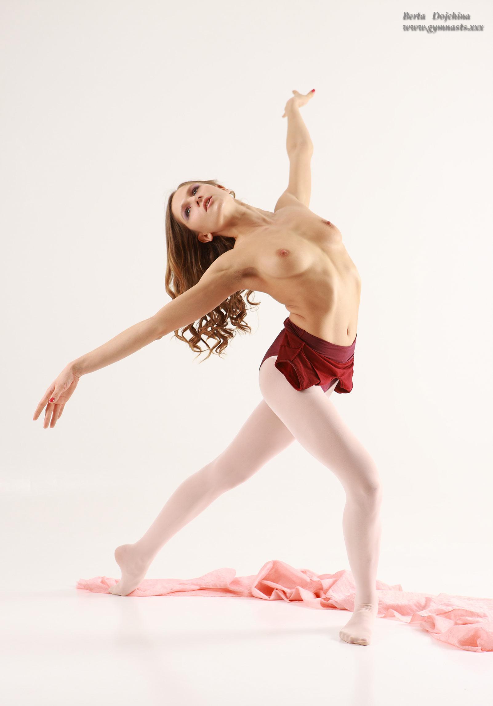 Flexible nude ballet girls
