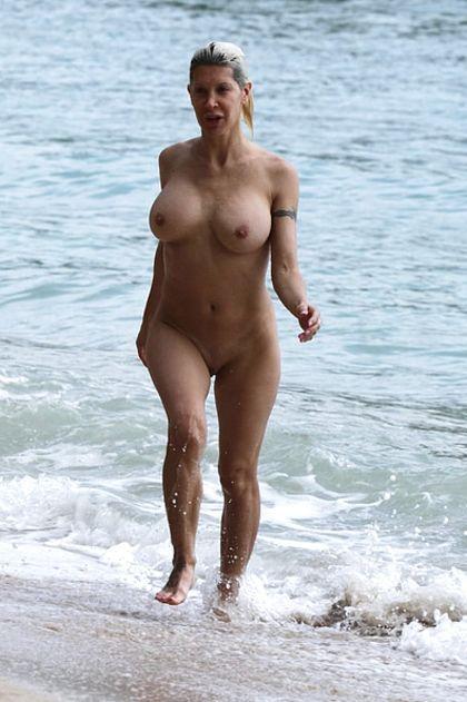 Nude polynesian woman