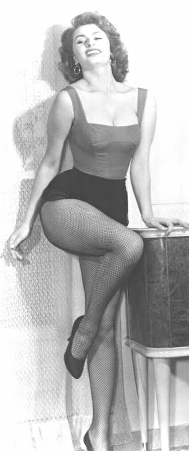 Sophia loren hourglass figure