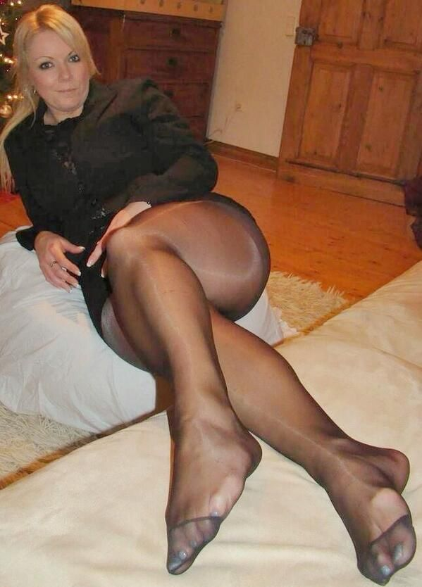 pantyhose galleries women Mature