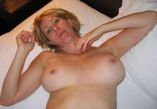 Amateur soccer mom posing nude