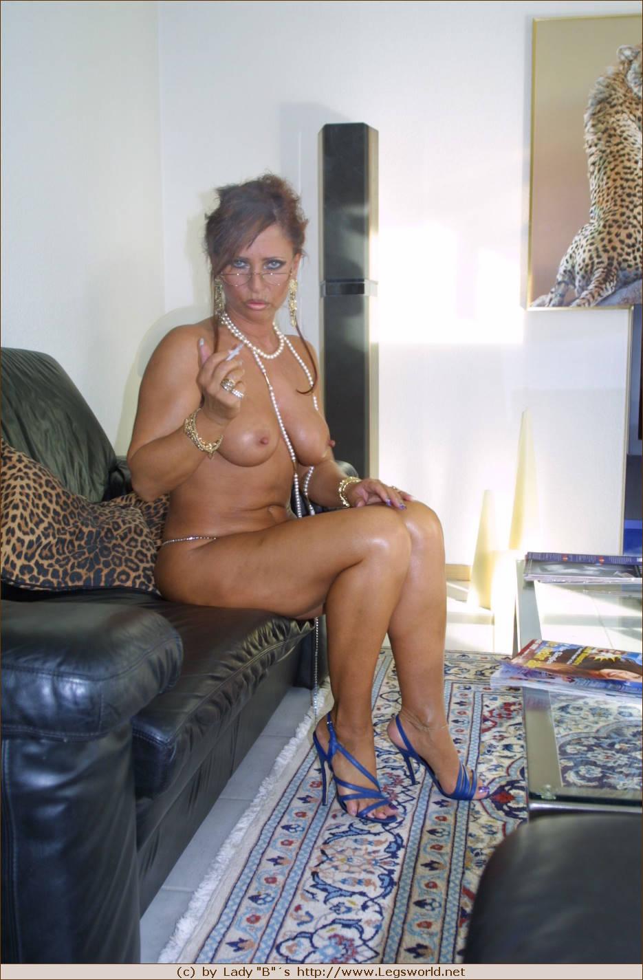 Mature milf lady barbara legsworld