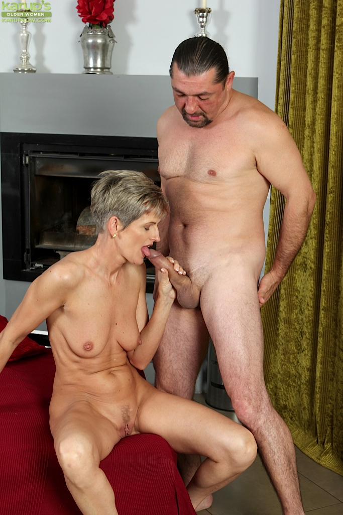 Naked mature women oral sex