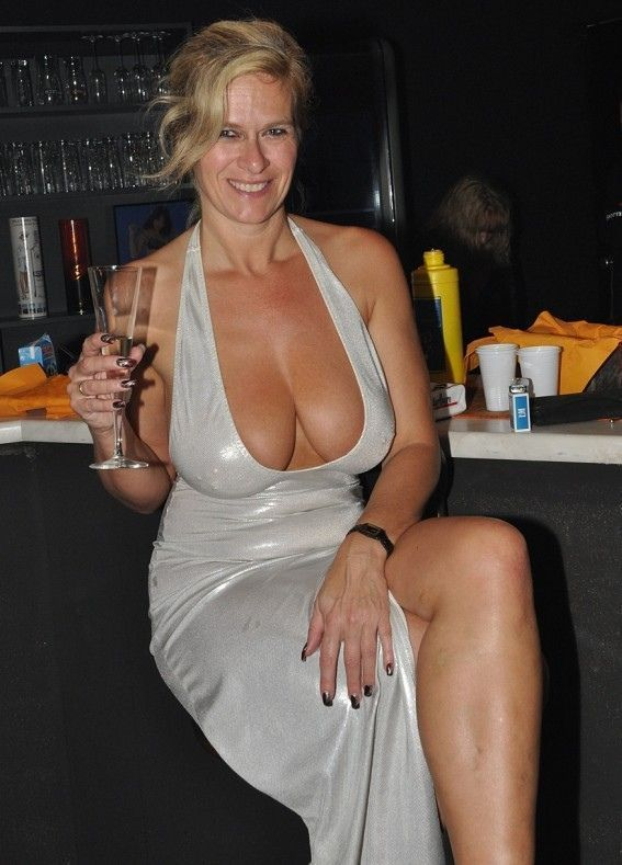 Beautiful blonde milf cougar