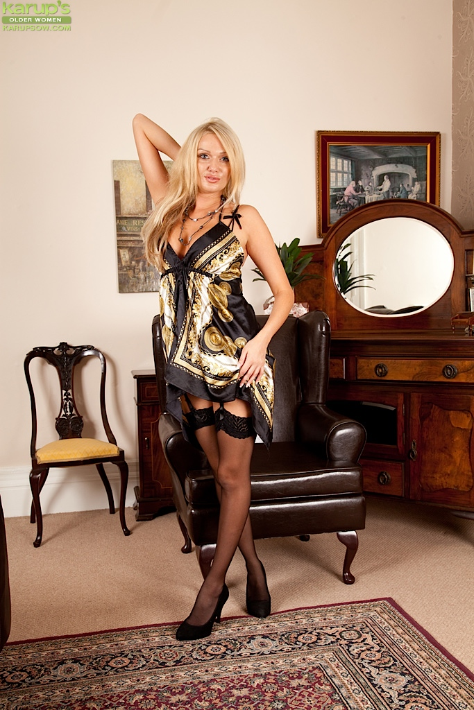 Blonde milf amber stockings