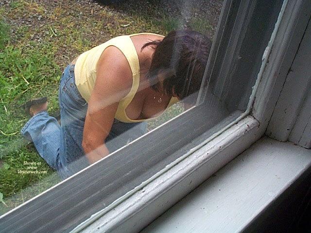 Gardening voyeur downblouse