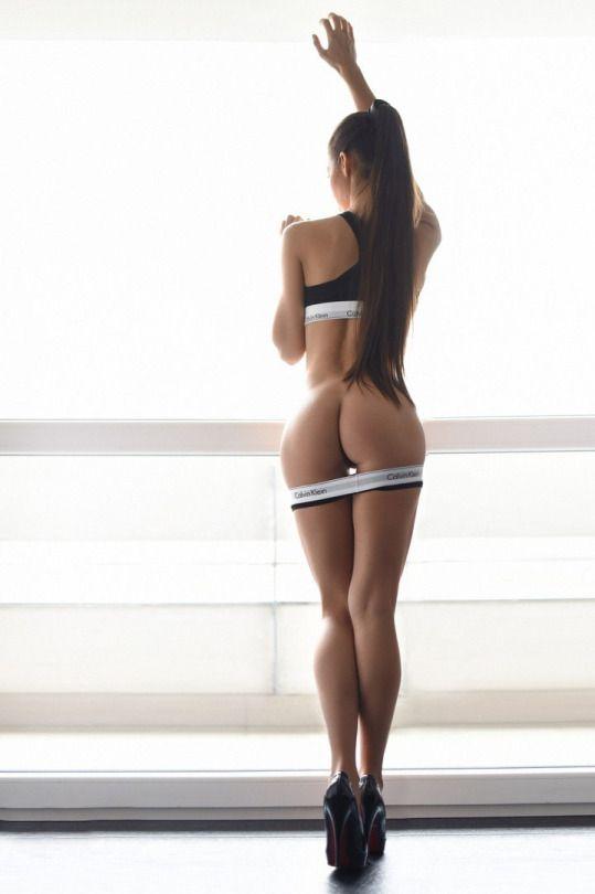 Hot naked girls thigh gap