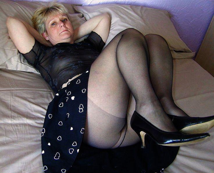 Mature blonde pantyhose