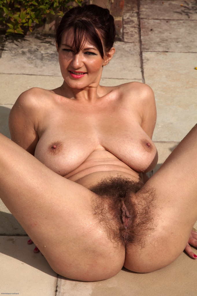 Old mature hairy pussy porn