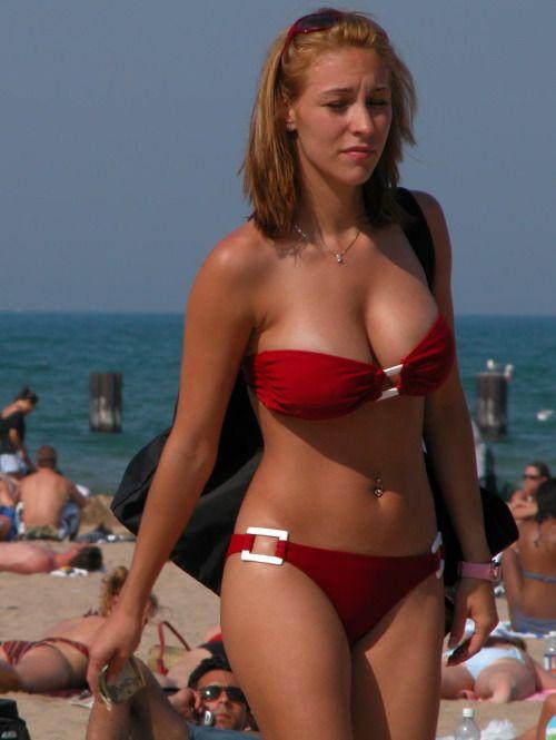 Bikini downblouse candid