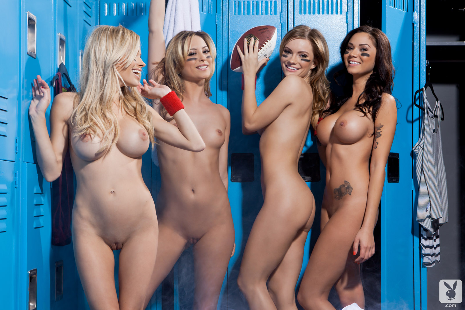 Girls locker room nude selfie