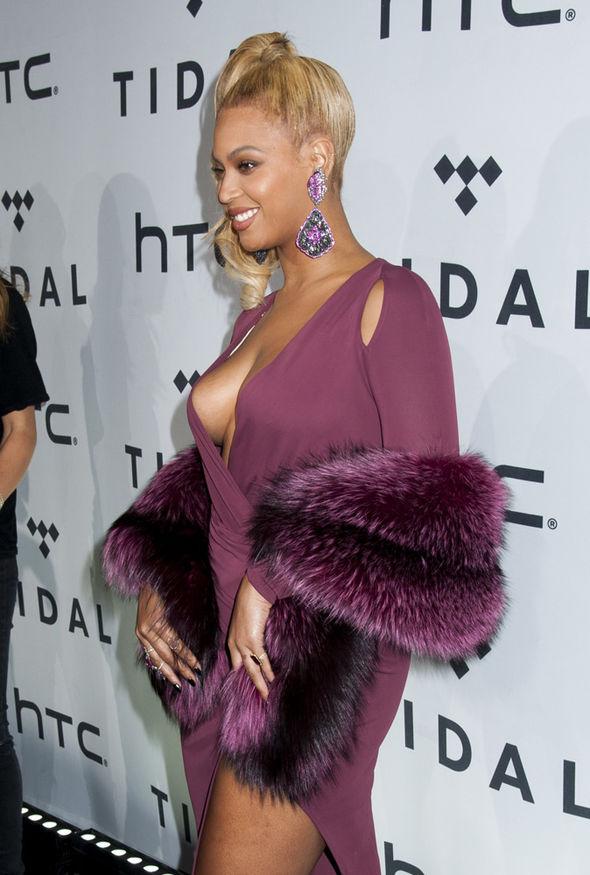 Beyonce nip slip